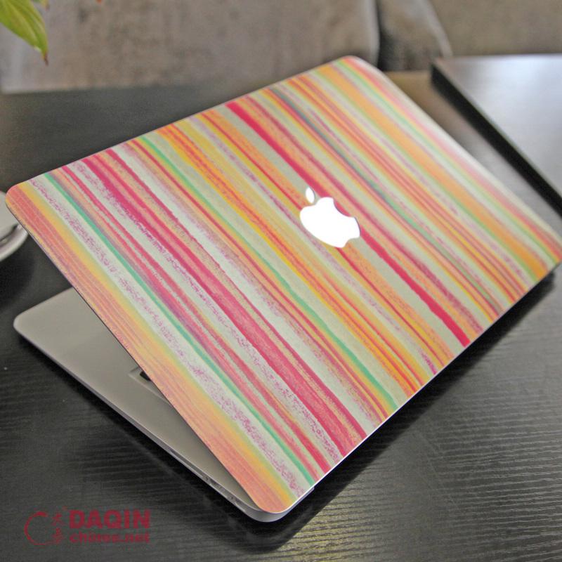 Diy Macbook Cover ~ Diy custom macbook draw attention of people in starbucks
