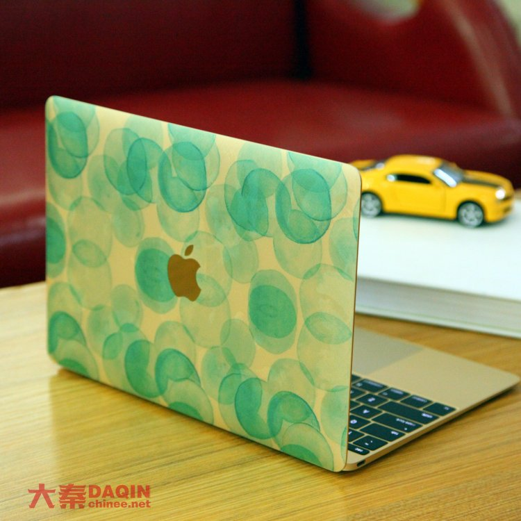 Making customized MacBook skins – Custom mobile case machine